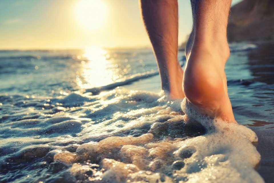 et si vous marchiez pieds nus bienfait soulagement atouts interdiction