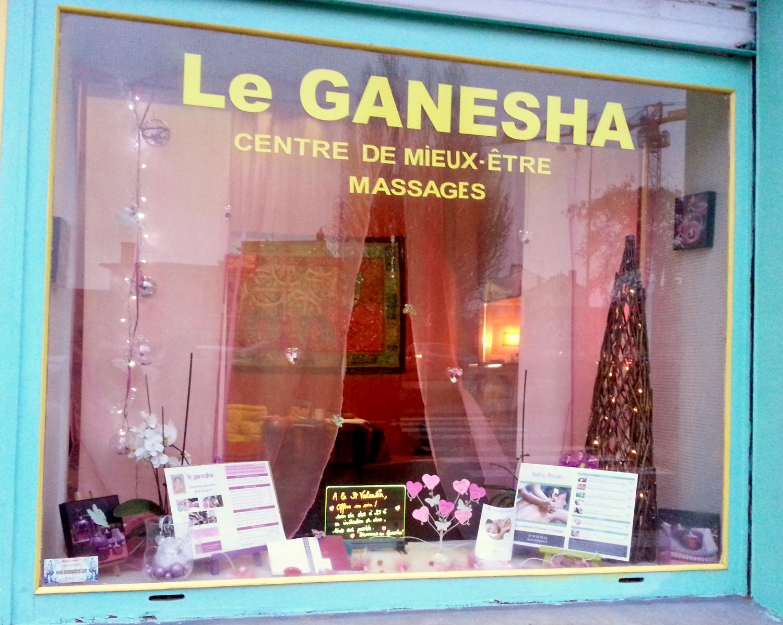 Mise en place de la vitrine saint valentin au ganesha for Decoration vitrine saint valentin