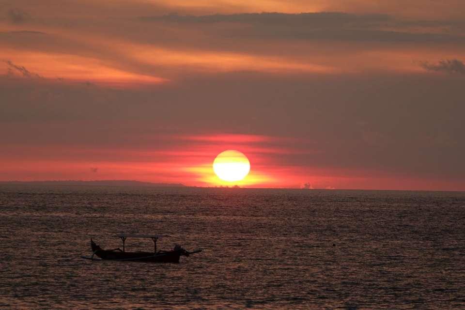 coucher de soleil plage kuta bali