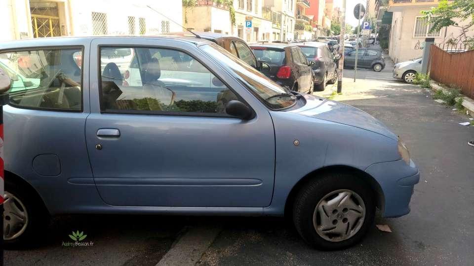 art de vivre rome italie visite place voyage voiture garé sur trottoire