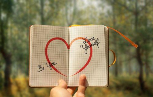 Idées D'écriture Pour Votre Journal D'introspection Lorsque Vous Vous Sentez Coincé, Triste Ou Anxieux